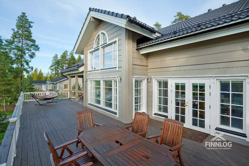 Lyra Blockhaus - Eingangsbereich mit Terrasse